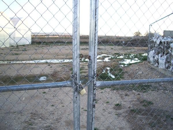 Puertas cerradas invernadero